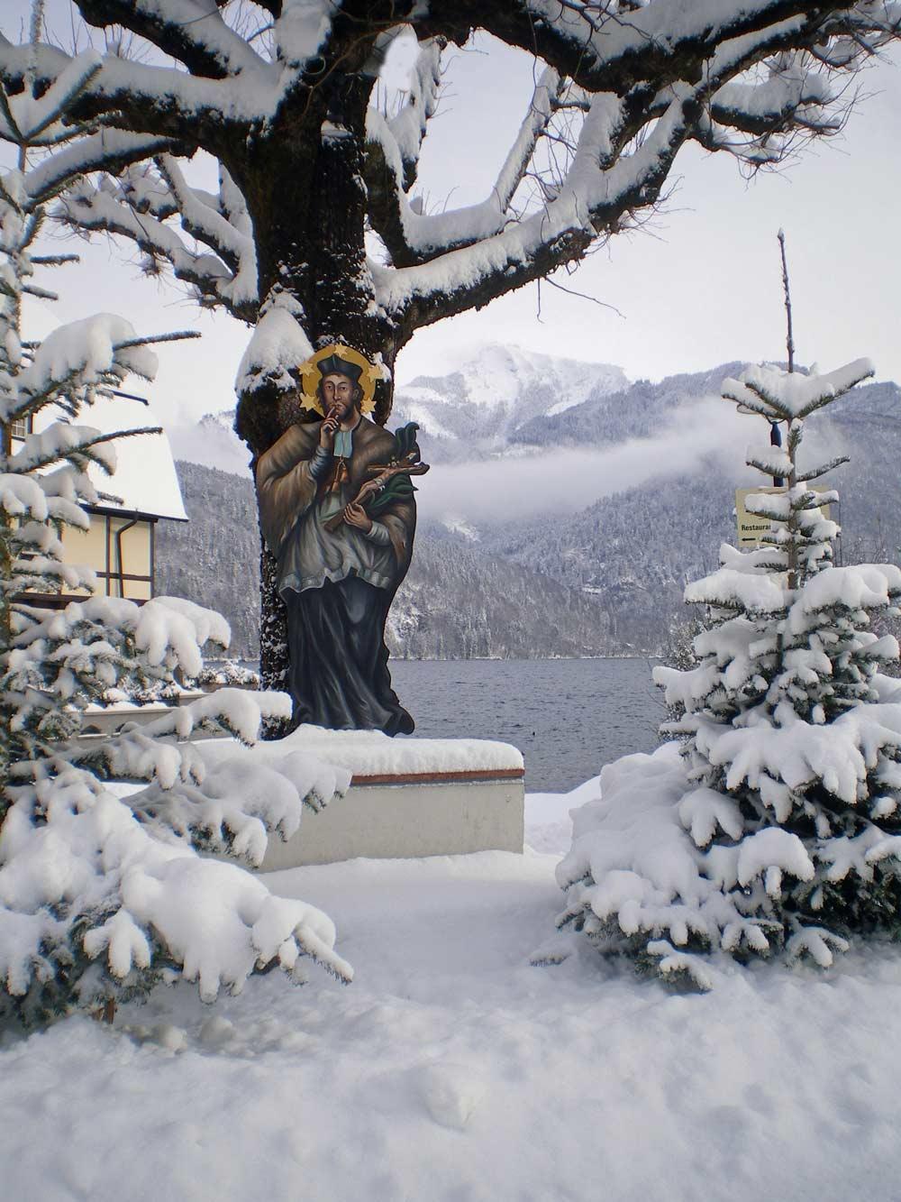 Ein vergnüglicher Winterspaziergang am Wolfgangsee Winter Naturerlebnis Wandern Winter