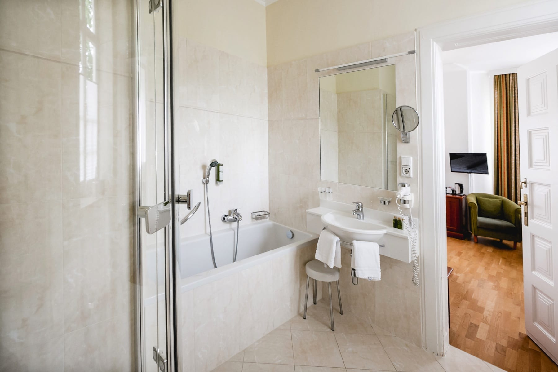 Impressionen Badezimmer-Suite-106_1
