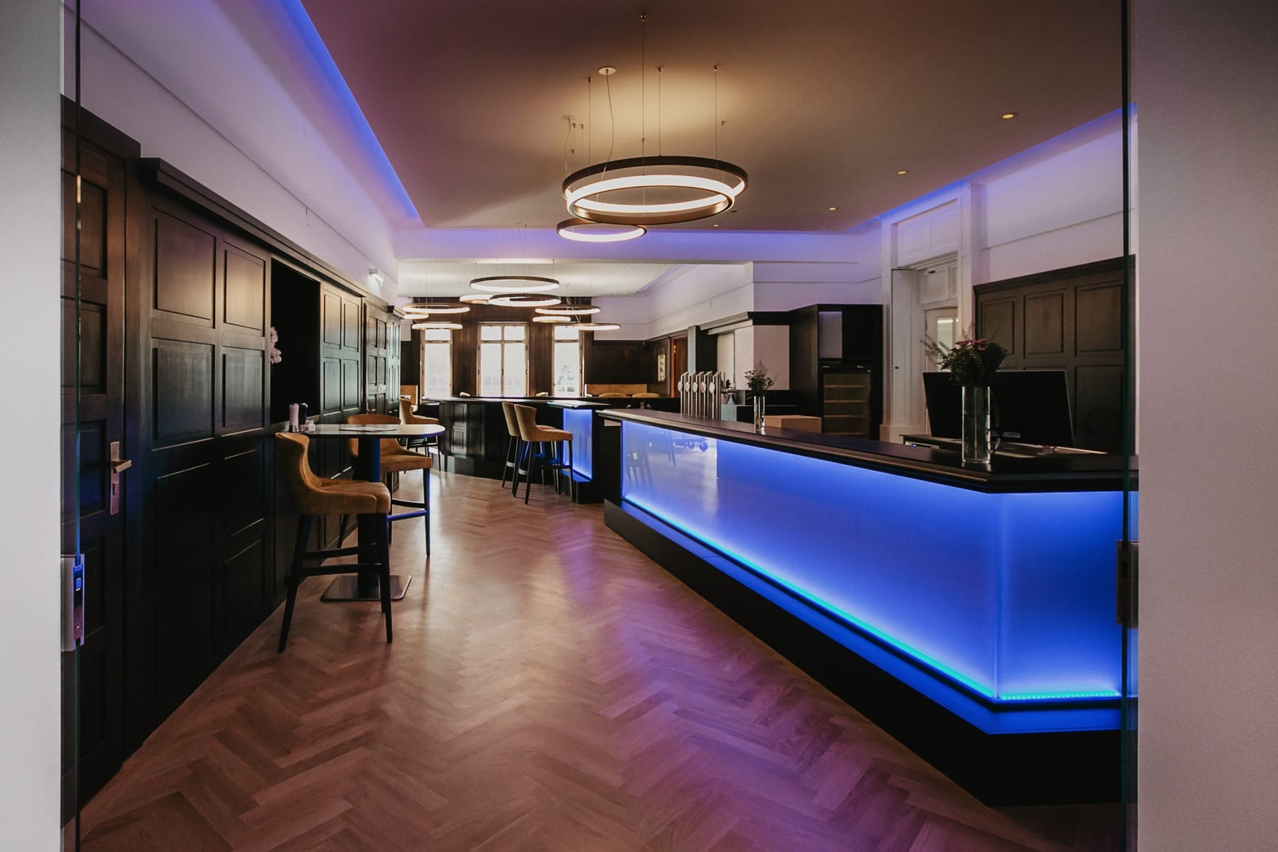 Impressionen Hotelbar-blau